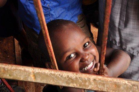 "Kenya: ""Hai un dente solo? Sorridi almeno con quello!"""