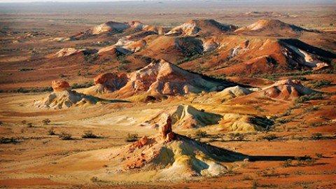 """Take a walk in the """"outback"""": la cittadina sotterranea di Coober Pedy"""