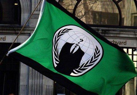 """Gli italiani di Anonymous """"ascoltano"""" conversazioni Isis"""