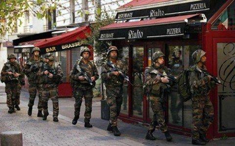 Blitz a Saint Denis, morta donna kamikaze, diversi arresti