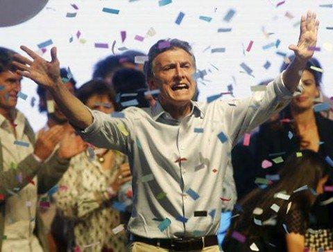 """L'Argentina volta pagina, vince il liberale Macri: """"E' cambiata un'epoca"""""""