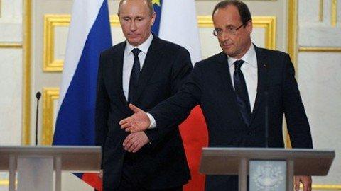 """Putin schiera le navi russe con la Francia: """"Uniti come contro Hitler"""""""