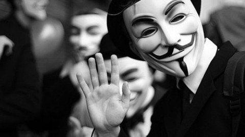 L'annuncio di Anonymous: abbiamo sventato un attentato in Italia