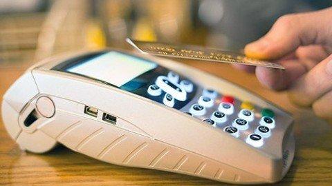 Legge di stabilità, bancomat e carte di credito anche per giornali e caffè