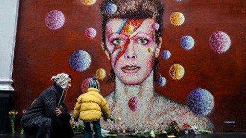 David Bowie, il camaleonte che concepì il rock come arte globale