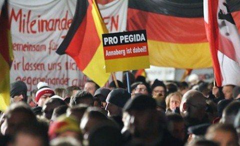 Germania, polizia interrompe il corteo dell'estrema destra. Due feriti, diversi arresti