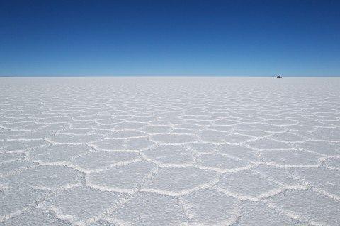 Il Salar de Uyuni: caccia al litio dove la terra sfiora il cielo