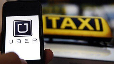 Taxi contro Uber: guerriglia a Parigi, proteste in Italia