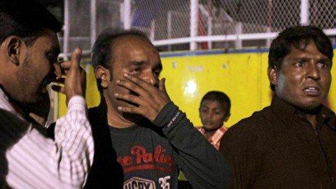 Pakistan, strage nel parco dei bambini: kamikaze fa più di 63 morti e oltre 300 feriti