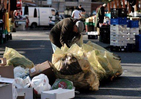 Eurostat, in Italia ci sono 7 milioni di poveri, il doppio della Germania e tre volte la Francia