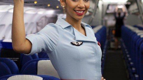 """Il """"no"""" delle hostess di Air France al velo sul volo Parigi-Teheran"""