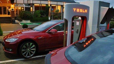 Olanda, parte il (lungo) cammino verso il divieto di vendita di auto benzina e diesel