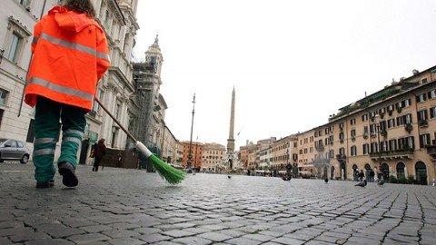 Oggi niente rifiuti, domani niente bus. Roma nel caos.