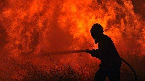 Canada, l'incendio in Alberta è inarrestabile: 90mila sfollati. Minacciata provincia vicina
