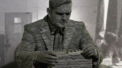 Informatica, sesso e spionaggio: la strana vita di Alan Turing