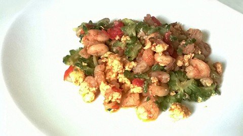 Ampalaya saltata con gamberetti – Ginisang ampalaya