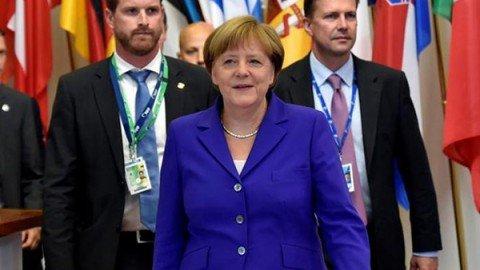 """Tensione Italia-Germania sulle banche. Merkel: """"Non si cambiano le regole ogni due anni"""""""