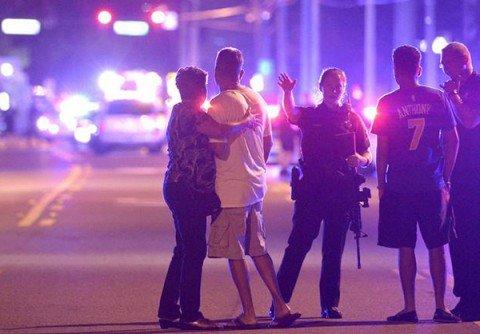 """Massacro in un locale gay in Florida, 50 morti. """"Il killer era nella lista Fbi dei simpatizzanti Isis"""""""