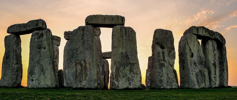 stonehenge-circle-pink-sky