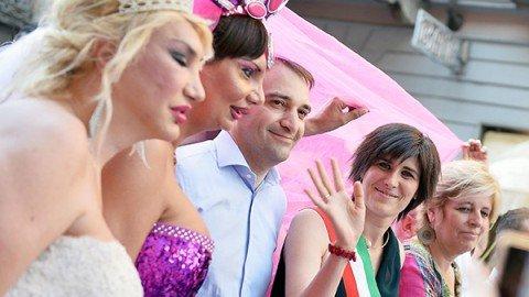 """Centoventimila persone al Gay Pride di Torino: """"Stavolta ci siamo presi la città"""""""