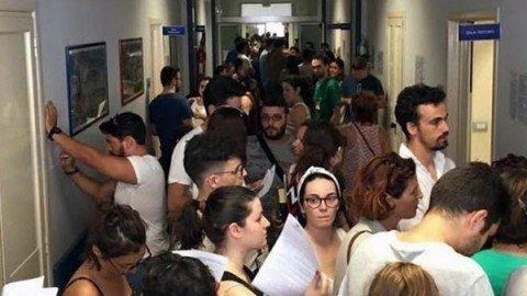 """""""Serve sangue per i feriti"""", tutti in coda per donare dopo la tragedia ferroviaria in Puglia"""