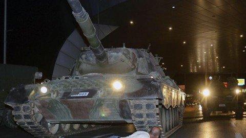 Fallito golpe in Turchia: 265 morti e migliaia di arresti. Erdogan esulta e prepara la vendetta