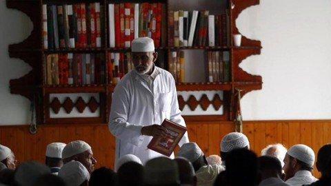 """""""Musulmani francesi domenica a messa""""  Appello degli imam. Avvenire: gran cosa"""