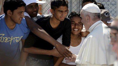 """Il Papa nell'Angelus: """"Gesù è tra tutti i migranti che la gente vuole cacciare via"""""""