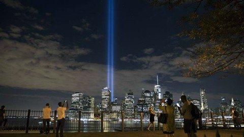 """11/9, l'America si ferma. Obama: """"Non dimenticheremo mai le 3mila vite sottratte"""""""