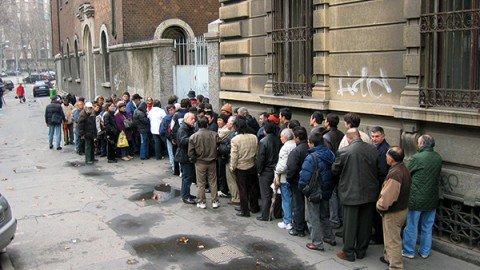 Povertà, italiani superano stranieri al Sud. Indigenti sempre più giovani