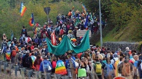 In migliaia alla marcia della pace Perugia-Assisi. Ci sono anche i ragazzi di Amatrice