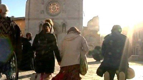 Terremoto, crolli in 100 comuni e 28 mila sfollati. Norcia, giù basilica e cattedrale