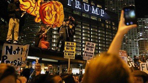 Negli Usa cresce la rabbia anti-Trump: proteste in 25 città, almeno 100 arresti