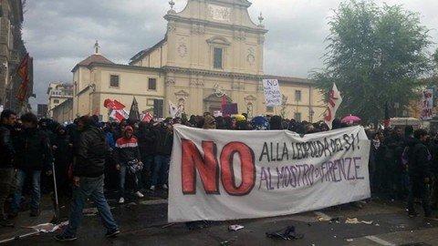 Firenze, scontri tra agenti e manifestanti anti-Leopolda