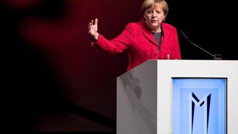 Angela Merkel: gli algoritmi di Google e Facebook minacciano il dibattito democratico