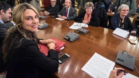 Accordo governo-sindacati sul rinnovo dei contratti della Pa: 85 euro medi di aumento