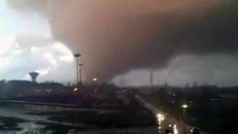 Il maltempo sferza l'Italia centrale. Trombe d'aria a Ladispoli e Cesano: due morti, feriti