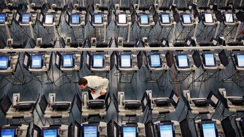 """Usa, la denuncia degli esperti: """"Ombra hacker sulle elezioni, Clinton chieda riconteggio"""""""