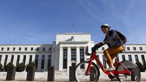 La Fed alza i tassi d'interesse di un quarto di punto, Wall Street fa un record storico