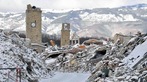 Terremoto e neve, Centro Italia in ginocchio: un morto sotto le macerie e un disperso