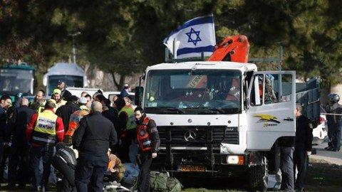 Gerusalemme, camion contro gruppo di soldati: quattro morti, tre sono donne