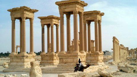 Siria, nuova devastazione a Palmira: Isis distrugge il proscenio del teatro romano