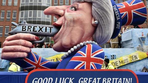 Brexit, Londra pensa alla stretta sulla libera circolazione: da marzo stop ai cittadini Ue