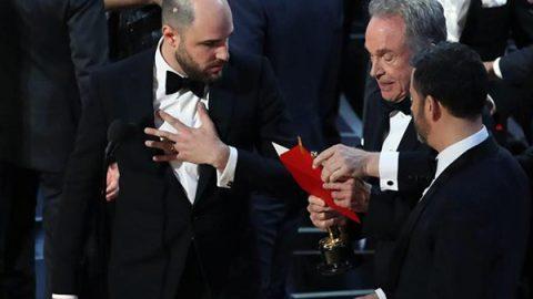 Clamoroso errore ai Premi Oscar: La La Land annunciato miglior film, ma vince Moonlight. Statuetta per il make-up a Bertolazzi e Gregorini