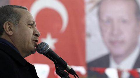 Il presidente turco Erdogan: l'Olanda pagherà il prezzo per il comportamento vergognoso