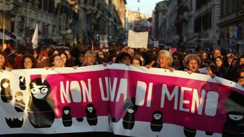 """Scioperi e manifestazioni per la festa delle donne. Mattarella: """"Donne essenziali per una società più equa"""""""