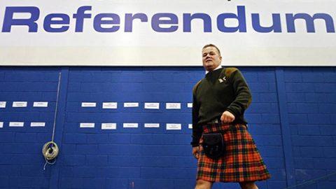 """La Scozia chiede un nuovo referendum sull'indipendenza. May: """"Nessun negoziato"""""""