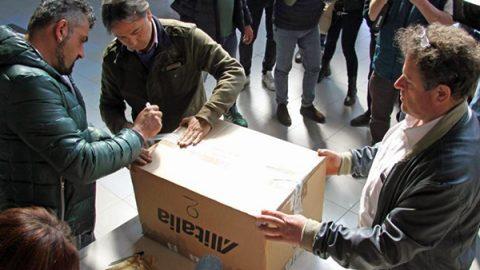 """Referendum sul piano per Alitalia: i """"no"""" vincono a Milano e Roma, Torino in controtendenza"""