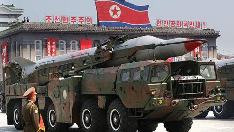 """La Corea del Nord mostra i super missili: """"Siamo pronti a guerra nucleare"""""""