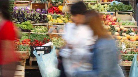 Balzo dell'inflazione ad aprile: +1,8%, al top da 4 anni